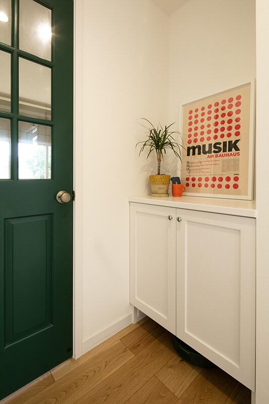 おしゃれな赤い輸入木製玄関ドア