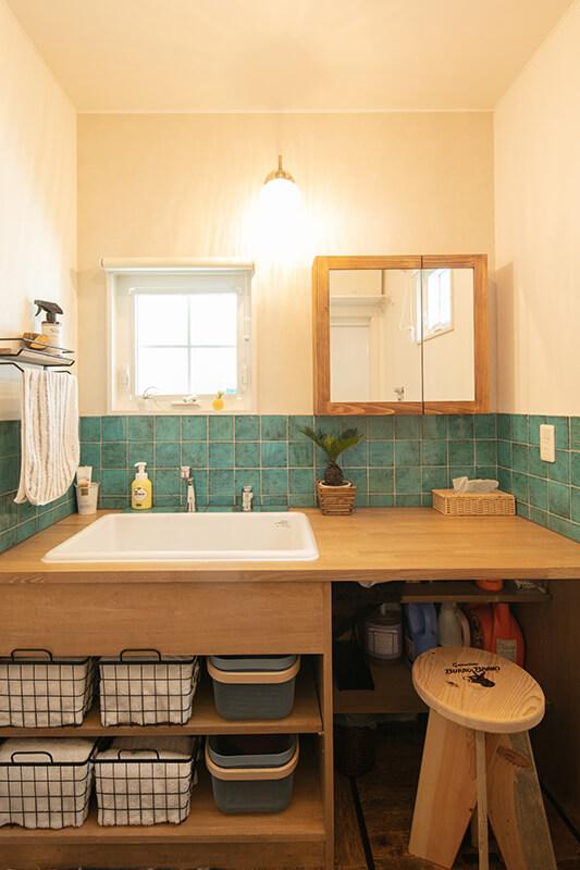 平田タイルを使用したナチュラルな造作洗面台